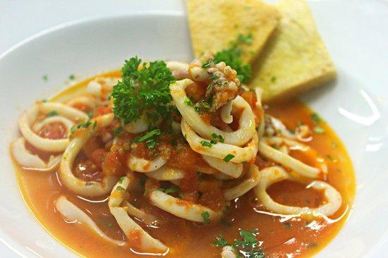 Locanda del Marinaio: Calamari all'amalfitana con crostini piccanti