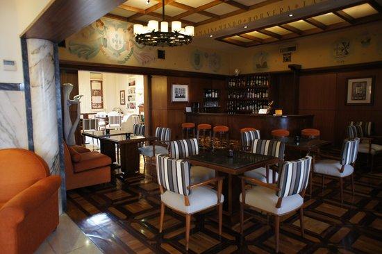Britania Hotel: Dining/bar