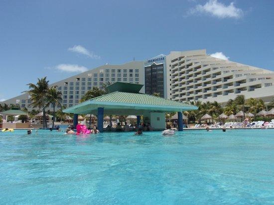 Iberostar Cancun : Hotel from Pool