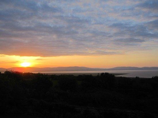 Lillikoi Bed & Breakfast: Sunset Foyle Bay