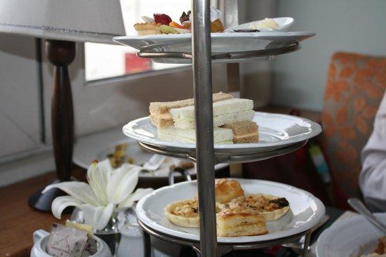 The Taj Mahal Palace: English Tea at the Sea Lounge