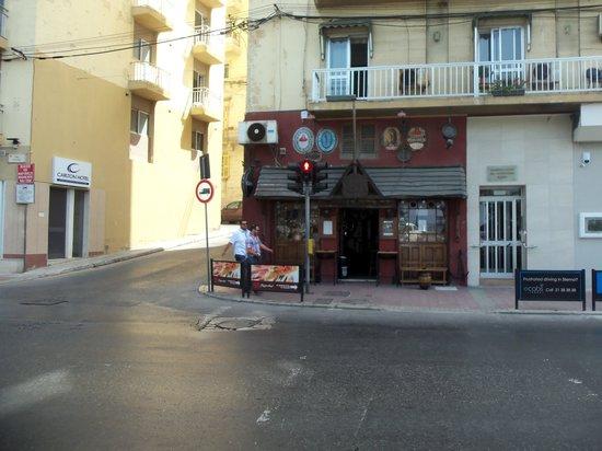 Carlton Hotel: Hotel Carlto on left,nice bar to right