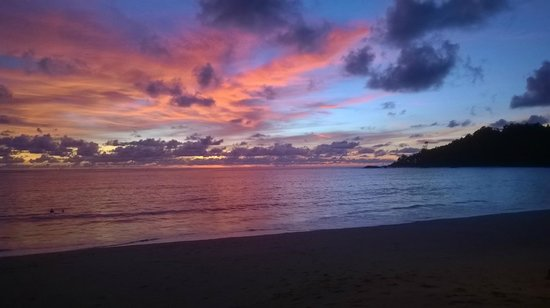 Khao Lak Emerald Beach Resort & Spa: Sunset