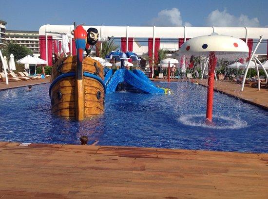 Maxx Royal Belek Golf Resort: Kids pool close to main pool