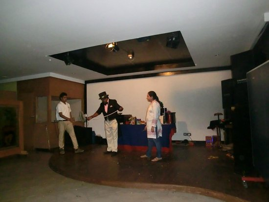 Club Mahindra Munnar: magic show