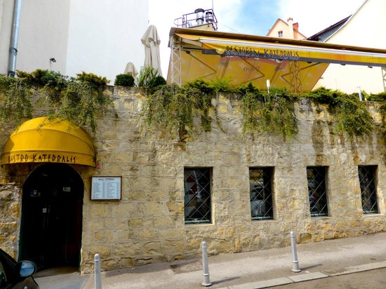 Restaurant Katedralis: Entrance to the  Bristo below, Resturant on top