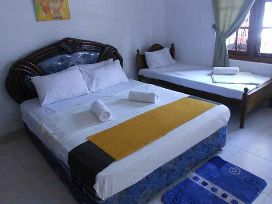 Shanith Guest House: Deluxe Triple bedroom