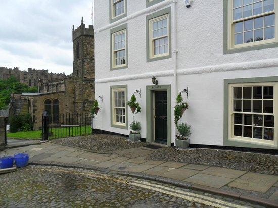 Castle View Guest House: Front of Castle View