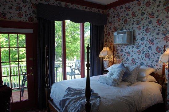 Balance Rock Inn: Room 306