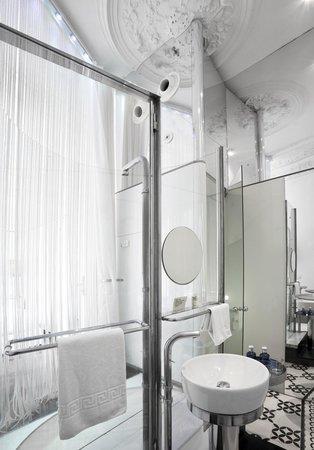 chic&basic Born Hotel: Baño