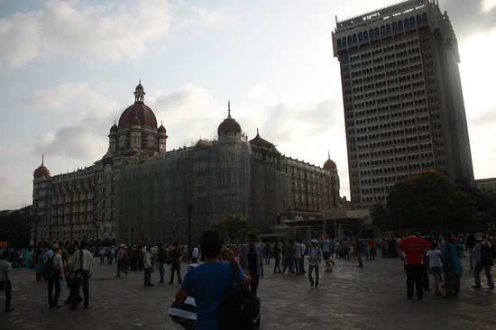 Gateway of India: Taj Mahal Palace Hotel