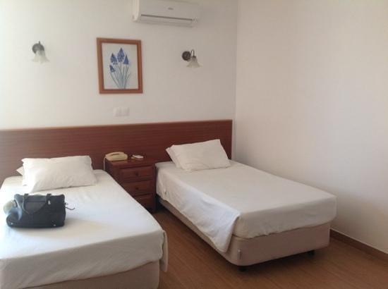 Agua Marinha : spotless, fresh cool bedroom!