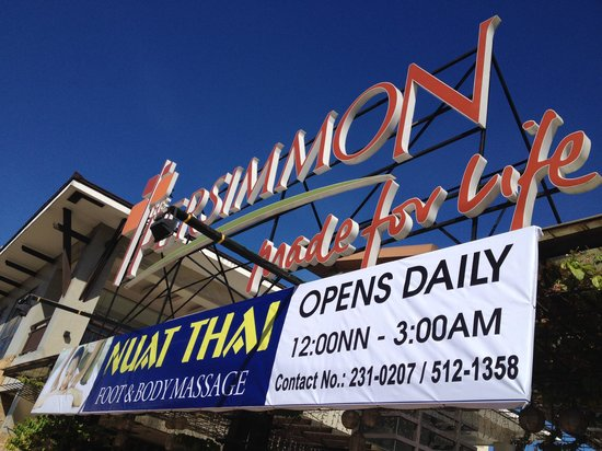 NUAT THAI Persimmon: Front gate in the evening