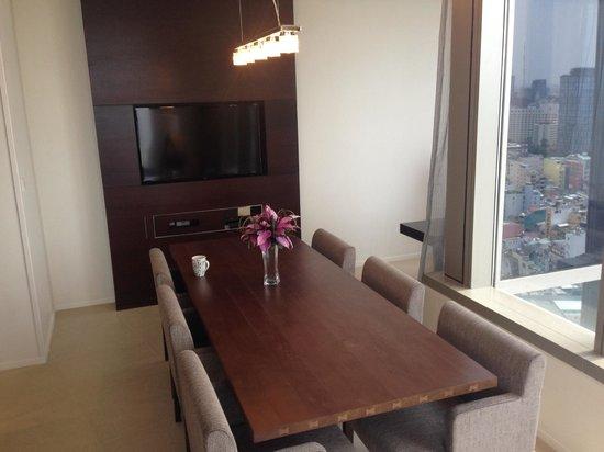 Pullman Saigon Centre : Dining Area of Penthouse Suite