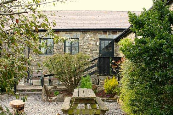 Cwm Connell Coastal Cottages: Ger y Llyn Sleeps 3/4