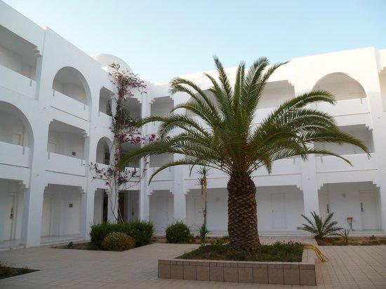 """Djerba Plaza Hotel & Spa: un des """"patios"""""""
