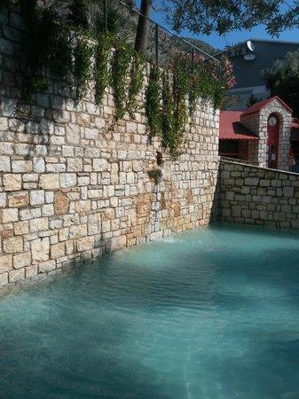 Loryma Resort: Kinderpool (Hintergrund: Kinderhäuschen)