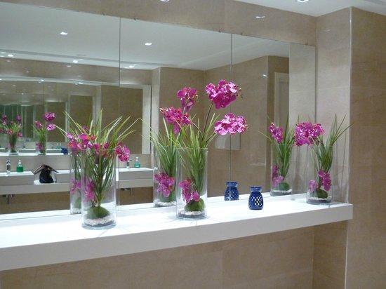 Djerba Plaza Hotel & Spa: wc de l'hôtel, toujours fleuri