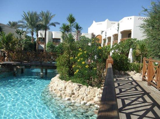 Ghazala Gardens Hotel: lagoon and gardens