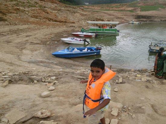 Mattupetty Dam : boats
