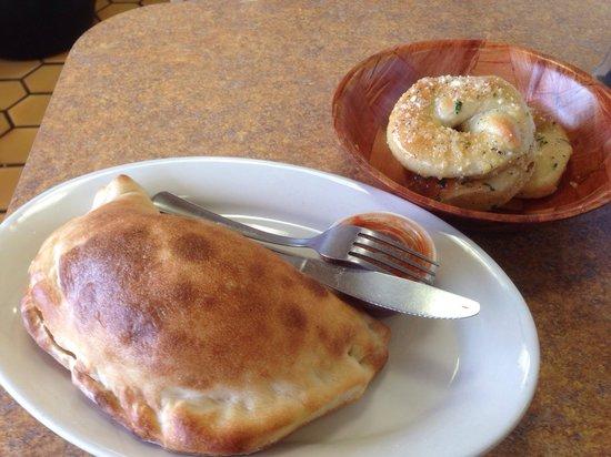 Gino and Joe's Pizza Liverpool: Calzone and garlic knots