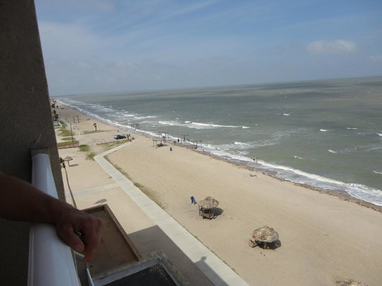 Radisson Hotel Corpus Christi Beach : This is the view to the left
