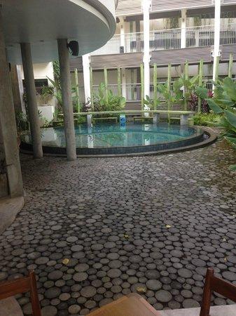 Grandmas Plus Hotel Seminyak: Pool