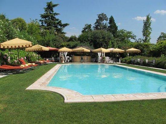 Byblos Art Hotel Villa Amista: Lovely pool area