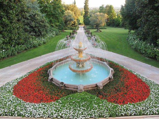 Byblos Art Hotel Villa Amista: Stunning fountain
