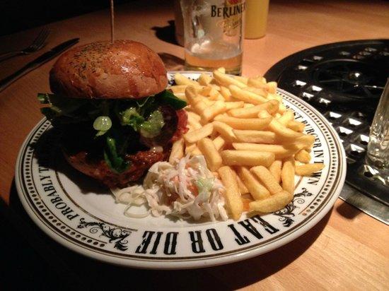 The Pub: Mediterranian Hamburguer