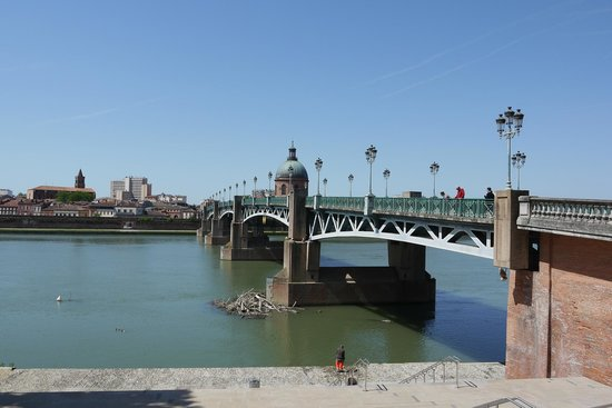 Toulouse Walking Tours: River Garonne