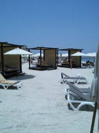 Rixos Bab Al Bahr: The beach shelters