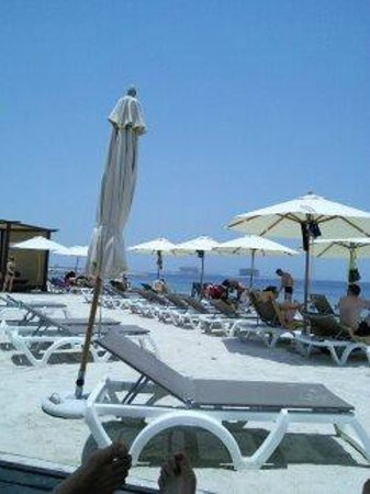 Rixos Bab Al Bahr: Parasols on the beach