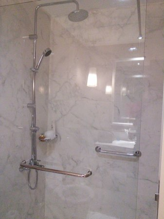 Rixos Bab Al Bahr: Lovely big shower