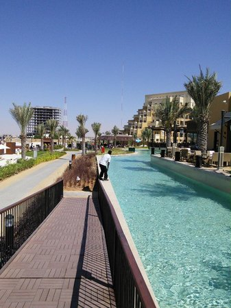 Rixos Bab Al Bahr: Walking from the restaurant area