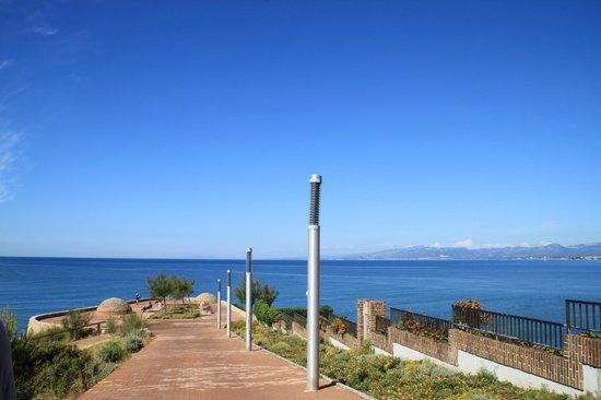 Hotel Best Mediterraneo: дорожка к смотровой площадке