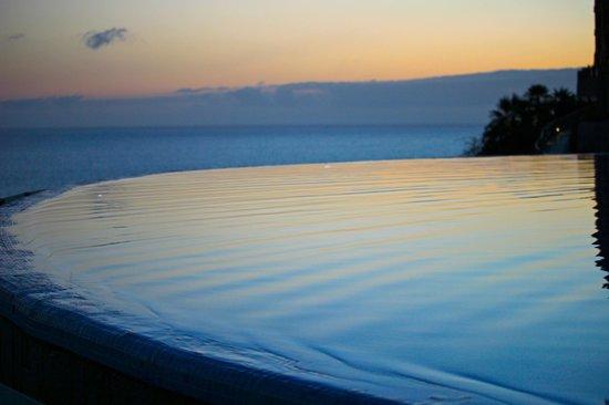 Gloria Palace Royal Hotel & Spa : Infinity Pool at sunset