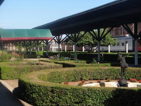 Chattanooga Choo Choo: gardens