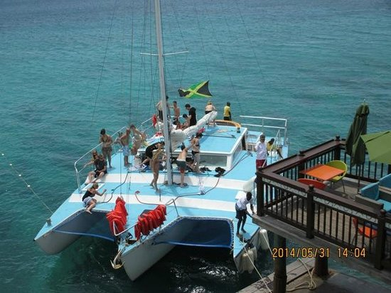 Jamaica Water Sports: Party at the club