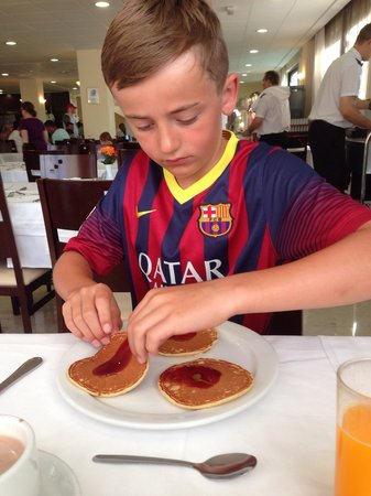 Hotel Los Patos Park: Happy with fresh pancakes for breakfast