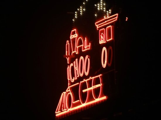 Chattanooga Choo Choo: night sign