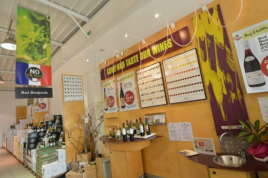 Majestic Wine Calais- Coquelles : Tasting Counter