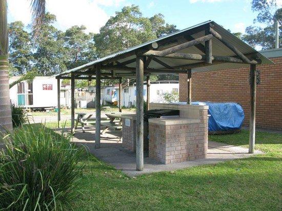 Bellhaven Caravan Park: BBQ Shed