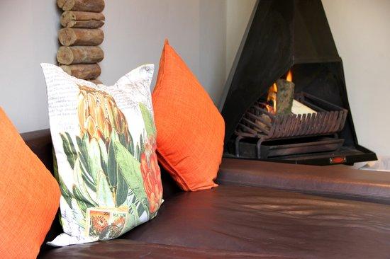 Kelvin Grove Guest House: Inside fireplace in lounge