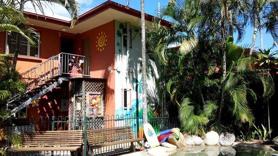 Travellers Oasis Backpackers: Hostel Building