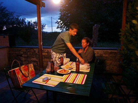 Borgo San Pietro apartments: Dinner in the garden