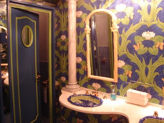 Old Swiss House: The toilets!