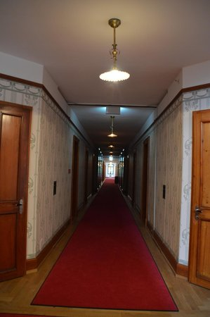 Jugendstilhotel Hotel Paxmontana: spooky hallway (like in the shining)