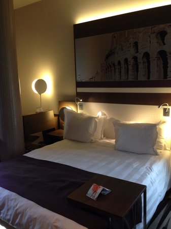 Mercure Rome Colosseum Centre : King size bed. Room 408