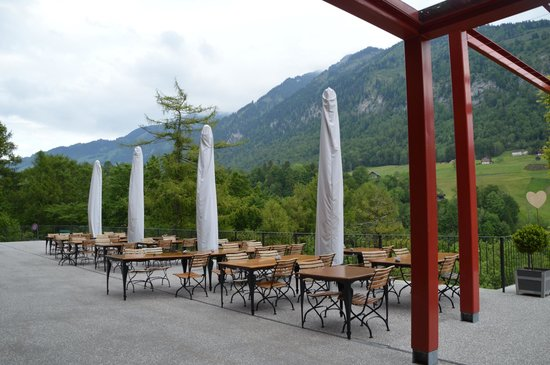 Jugendstilhotel Hotel Paxmontana: Tables in front of hotel with view